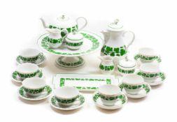 Kaffee-/ Teeservice 40-tlg., Meissen, nach 1934, ,Grüner Weinkranz', Porzellan, weiß, farbig