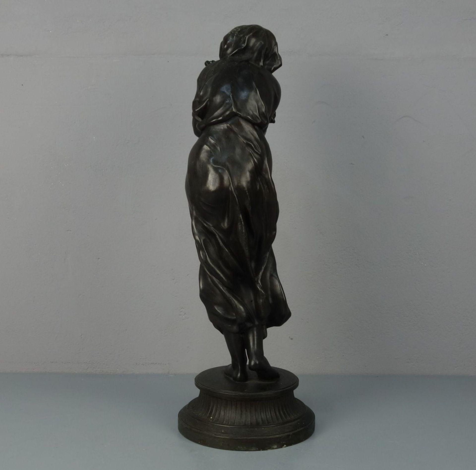 """Los 134 - BILDHAUER DES 19./20. JH., Skultur / sculpture: """"Reisigsammlerin - Allegorie des Winters"""","""
