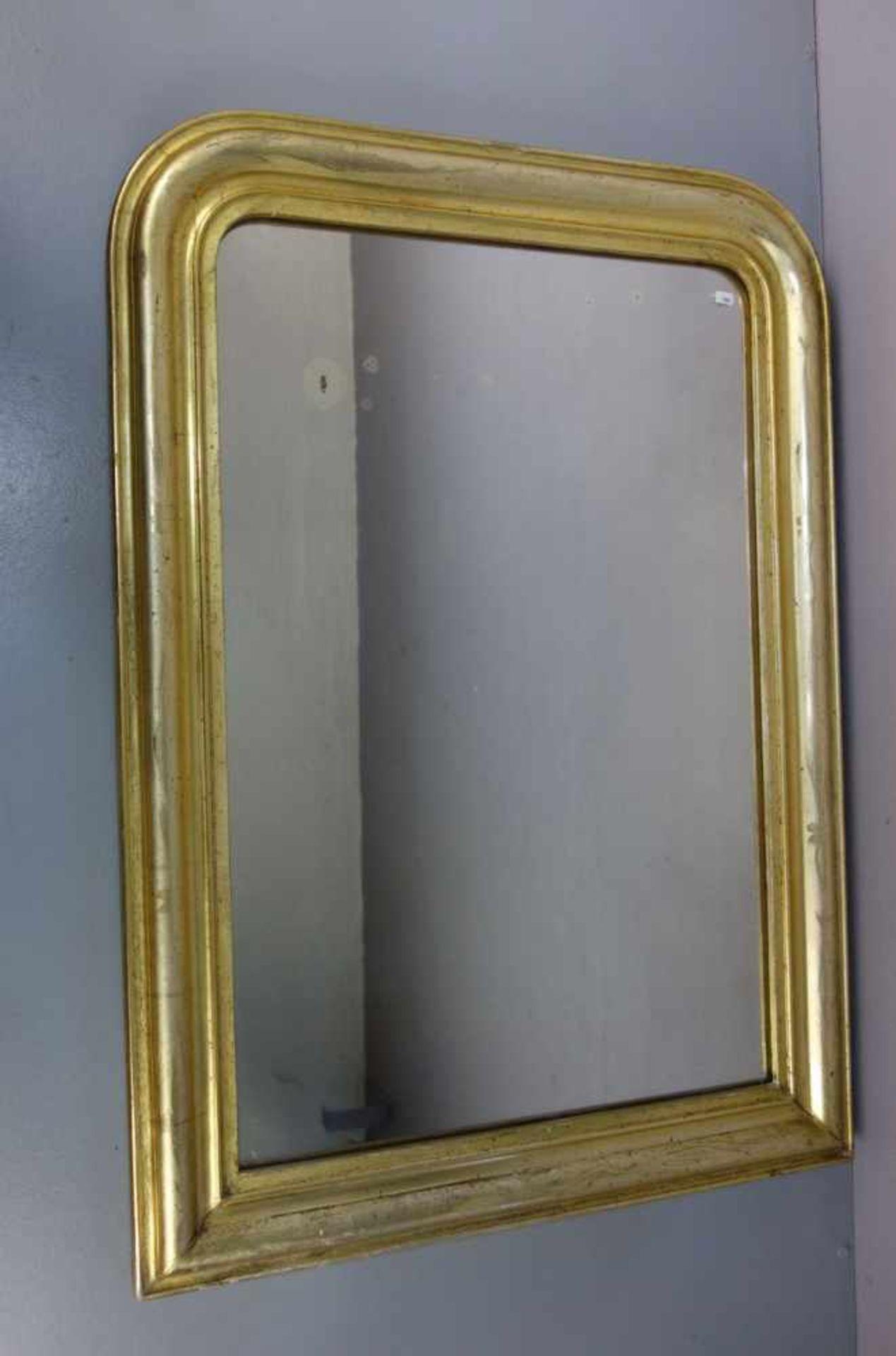 Los 135 - SPIEGEL / WANDSPIEGEL / mirror. An den oberen Ecken gerundeter großer Salon- oder Ankleidespiegel...