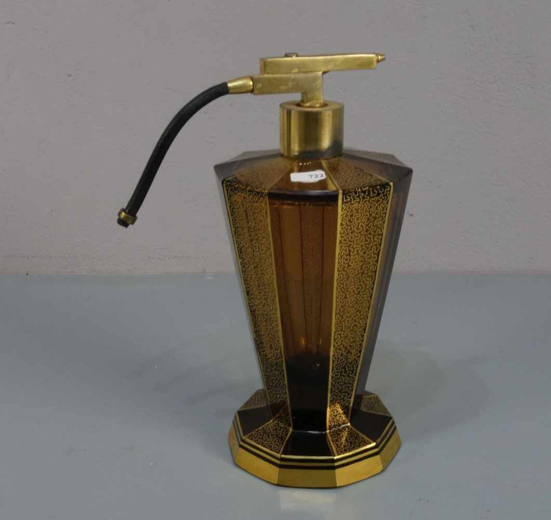 ART DÉCO - FLAKON mit Zerstäuber / flacon, bernsteinfarbenes Glas, wohl Haida, Böhmen, 1930er Jahre.