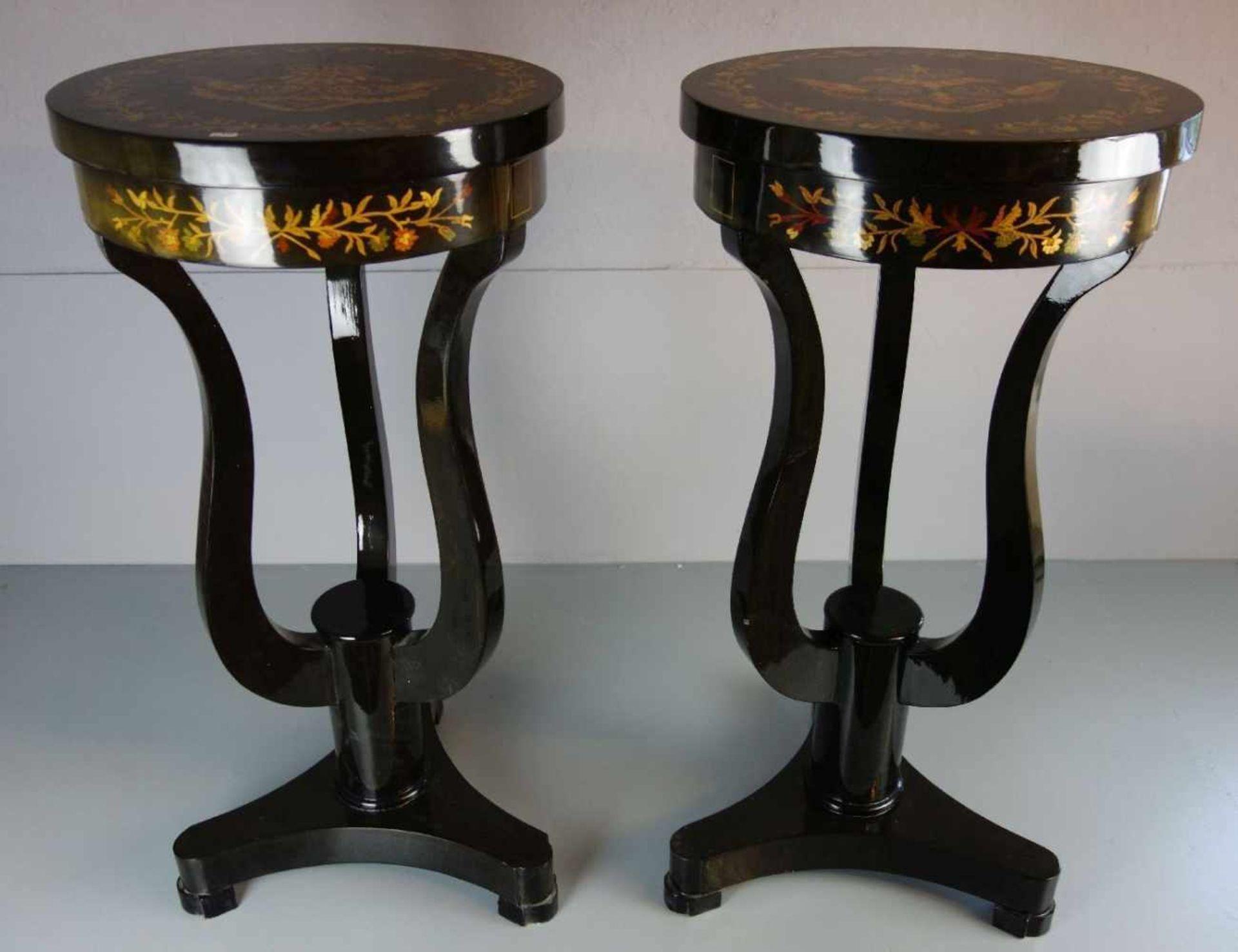 Los 156 - PAAR TISCHE / BEISTELLTISCHE IM STIL DES EMPIRE / pair of tables, Mahagoni, furniert und mit...
