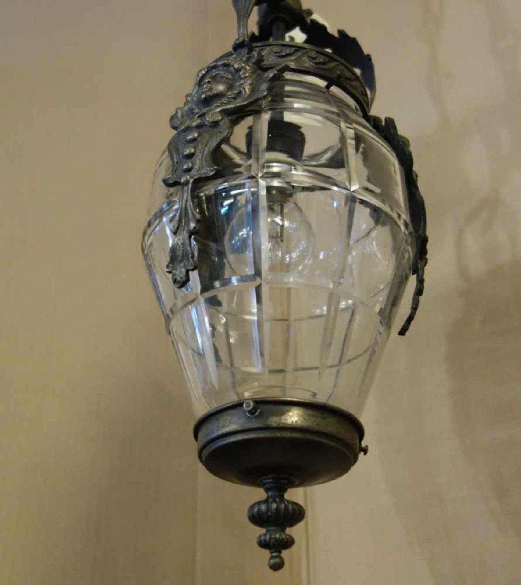 """Los 218 - DECKENLAMPE / LATERNE, Bronze und """"Waffelkristall"""", um 1900, einflammig elektrifiziert;..."""