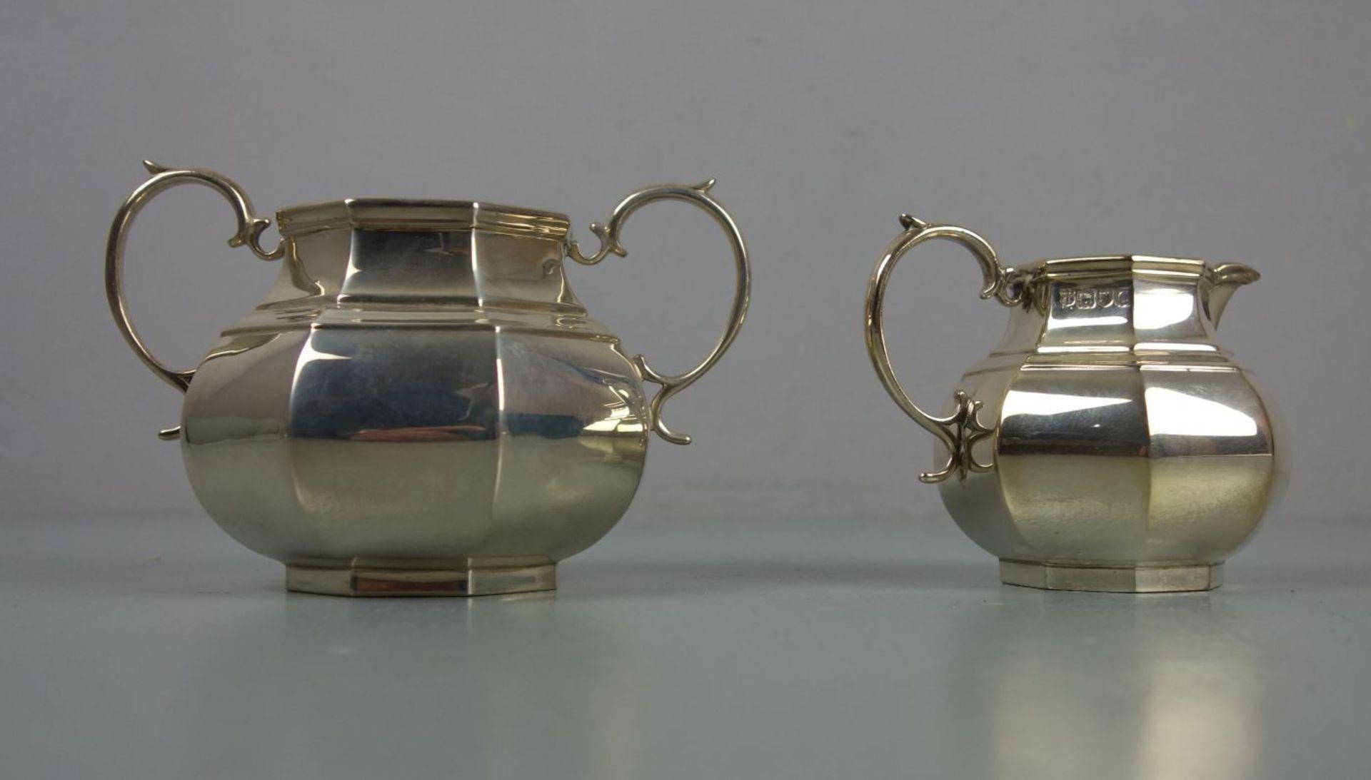 Los 638 - MILCHKÄNNCHEN UND ZUCKERSCHALE / creamer and sugar bowl, Sterlingsilber (insgesamt 401 g), London