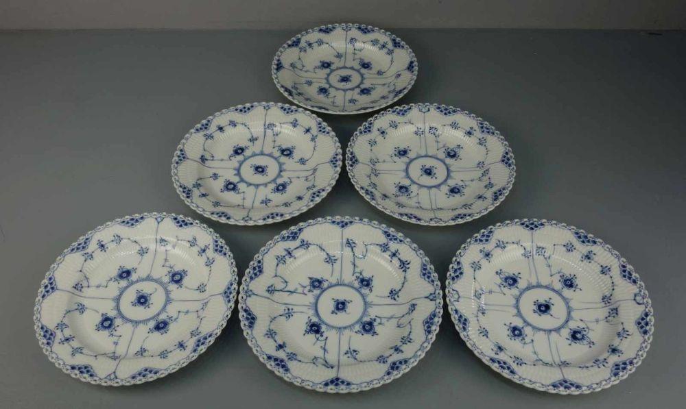 6 SPEISETELLER / six plates,