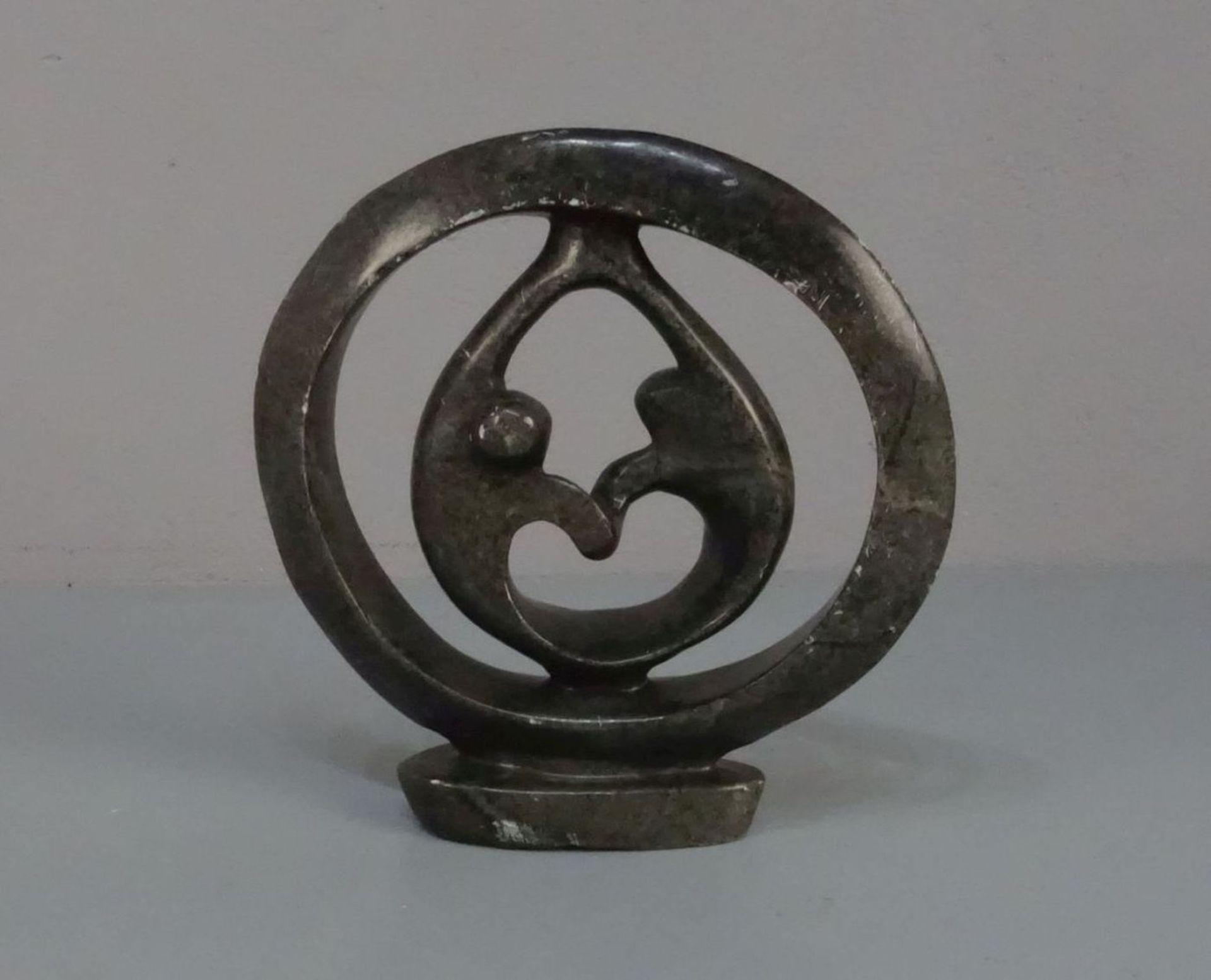 """Los 497 - SHONA - SKULPTUR / sculpture: """"Der Tanz"""", grüner Serpentin, vollplastische und durchbrochene"""