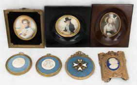 Konvolut von sieben Miniaturen, Porzellan/Bein/Metall, Deutschland 18. Jh.