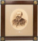 Klassizistisch gerahmte Fotografie von Hermann Brandseph, Stuttgart 1897.50 x 60 cm m.R.