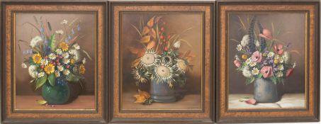 Helmuth Volkwein, Drei Blumenstillleben, Öl auf Hartfaserplatte, 20. Jh.Helmuth Andreas Volkwein (