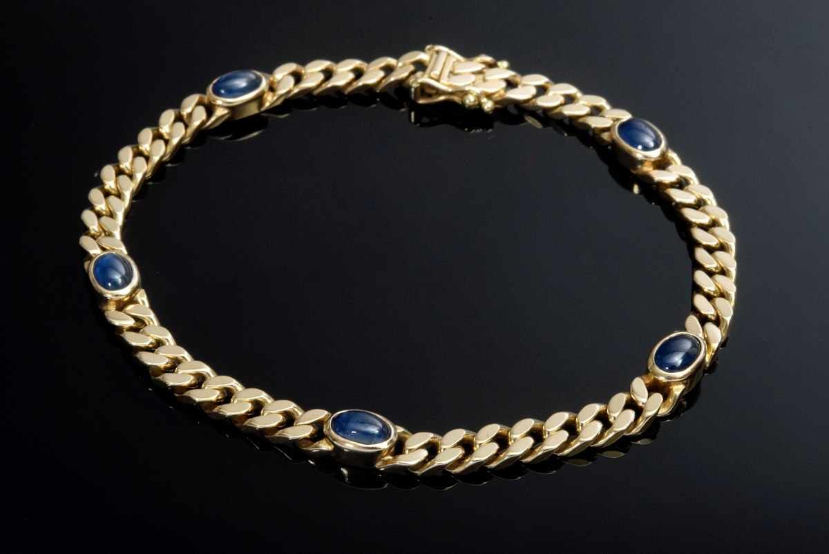 Lot 46 - fine GG 585 flat armoured bracelet with sapphire cabochons, 14,5g, l. 19cm