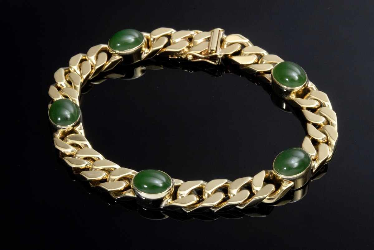 Lot 35 - GG 585 flat armoured bracelet with 5 oval nephrite cabochons, 40,15g, l. 19,5cm