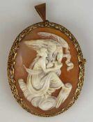 CAMEE oval, antikes Motiv mit Frau und Adler in Muschel geschnitten, durchbrochener Goldrahmen