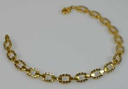 ARMBAND ovale Gelbgoldglieder dekoriert mit polierten Weißgoldelementen, Karabinerverschluß, Gold