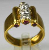 RING besetzt mit 9 Brillanten und 6 Rubincabochons in Gelbgoldfassung 18ct, 6 g, Gr. 54