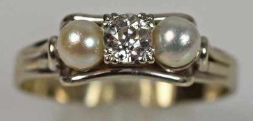 RING Altschliff-Diamant mit seitlichen Perlen in Weißgoldfasssung 14ct, Handarbeit, 3,45g, Gr. 59