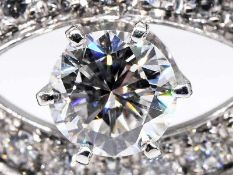 Armband mit reichhaltigem Brillantenbesatz, zusammen ca. 2,25 ct (mittlerer hochfeiner Diamant ca. 0