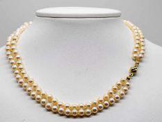 2-reihige Akoya-Perlenkette mit goldenem Kugelschloss, 20. Jh.