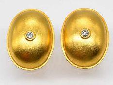 Paar Ohrclips mit Brillanten, zusammen 0,16 ct, Goldschmiedearbeit, 90-er Jahre.