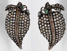 Paar antike Ohrgehänge mit Diamantrosen, Orientperlen und Smaragd, 19. Jh.
