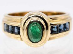 Ring mit Smaragd-Cabochon und 6 Saphire-Carrees, 90-er Jahre.