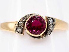 Ring mit rotem Farbstein und kleinen Diamantrosen, Jugendstil.