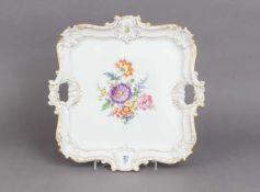 MEISSEN Prunktabletteckige Form mit passigem Rand und 2 seitlichen Handhaben, im Spiegel Blumeb