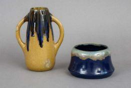 2 BÜRGEL KeramikgefäßeEntwurf wohl HENRY VAN DE VELDE, 1x runde Schale mit grau-blauer Verlaufg