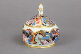 Art Deco DeckeldoseWeimar Porzellan, um 1925, sternförmige Dose mit aufgestecktem Deckel mit Za
