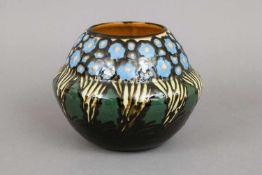 MAJOLIKA VasengefäßEntwurf wohl MAX LAEUGER, um 1920, blaues Blümchendekor auf grünem Grund, am