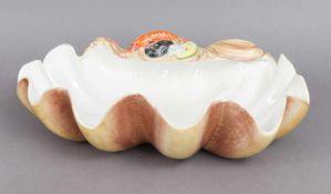 Majolika MuschelschaleItalien, 2. Hälfte 20. Jahrhundert, naturalistisch bemalte Muschel mit ¨f