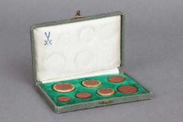 Sammlung MEISSEN ¨Sachsen-Taler¨um 1921, Böttger-Steinzeug, 7 Münzen mit Prägemotiven, z.T. mit