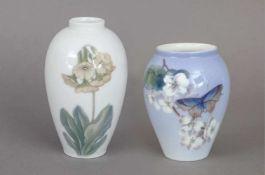 Paar ROYAL COPENHAGEN Vasen1960er Jahre, amphorenförmiger Korpus mit kurzem geraden Hals,