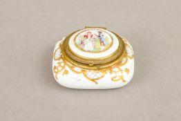Wohl LIMOGES Pillendoseum 1900/20, Porzellan, eckige, gedrückte Form mit Deckel, Messingmontur,