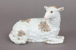 MEISSEN Porzellanfigur ¨Liegendes Schaf¨