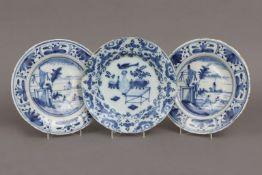 3 frühe Fayence Teller mit Blaumalerei