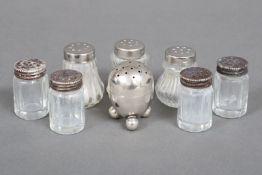 Konvolut (8 Stück) kleiner Salz- und Pfefferstreuer