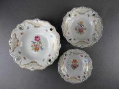 Drei Anbietschalen Mischblumen Weimarer Porzellan von 21-31,5cm Durchmesser