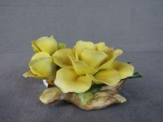 Skulptur Blume sehr deteil getreu gearbeitet Bisquitporzellan minimale Beschädigungen können