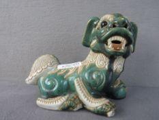 Chinesischer Fu Hund signiert Thary oder ähnlich lasierte Keramik 25cm lang