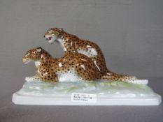 Porzellanfigur zwei Geparde Entz Schwanz leider bestoßen 32cm lang sehr schöner Zustand ansonsten