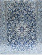 Nain, Persien, blaugrundig, mit zentralem Medaillon u. floralen Motiven, Reinigungempfohlen, guter