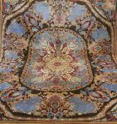 Täbriz, mehrfarbig, mit zentralem Medaillon u. floralen Motiven, leicht fleckig, 1 Kanteleicht