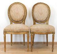 Paar Louis-Seize-Stühle, vergoldet, Sitz und ovale Rückenlehne gepolstert, heller, floralgemusterter
