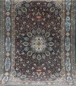 Gebetsteppich, mit zentralem Medaillon mit Vasen- u. Floralmotiven, sign., Kanten besch.,Fransen