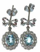 Ohrstecker klassizistischer Stil, 925er Silber, rhodiniert, Sky Blue Topase zus. 1,24 ct.,weiße