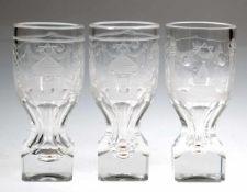 3 Freimaurer-Gläser, farblos, massiver oberhalb facettierter Stand, übergehend in ovoideKuppa mit