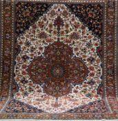 Bachtiar, mehrfarbig, mit zentralem Medaillon u. floralen Motiven, gereinigt, guterZustand,