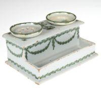 Schreibzeug, Fayence, Norddeutschl. um 1800, rechteckiger Korpus mit offenem Fach alsAblage und