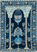 Keschan, Persien, blaugrundig mit Vasenmuster und Gebetsgiebel, Kanten belaufen, 2Florfehlstellen,