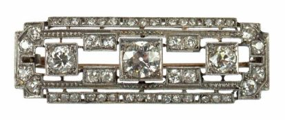 Art-Deco-Brosche, 585er WG, besetzt mit Altschliffdiamanten von zus. ca. 1,6 ct,geometrisch