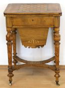 Biedermeier-Nähtisch/Spieltisch, Nußbaum furniert, intarsiert, 1-schübiger Korpus